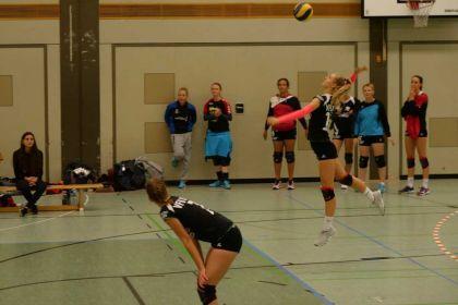Damen 1 gewinnen gegen den USC Freiburg mit …